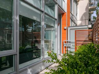 """Photo 6: 1839 CROWE Street in Vancouver: False Creek Townhouse for sale in """"FOUNDRY"""" (Vancouver West)  : MLS®# R2277227"""