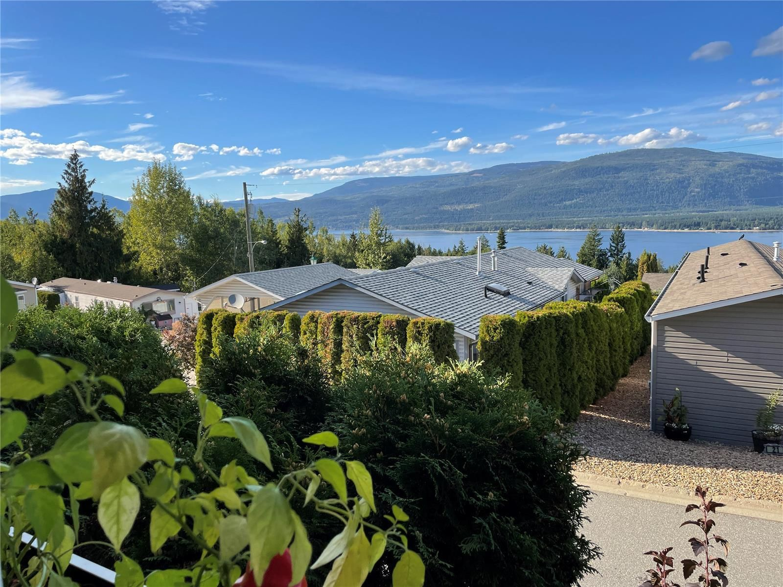 Main Photo: #15 1510 TCH Highway, in Sorrento: House for sale : MLS®# 10240539