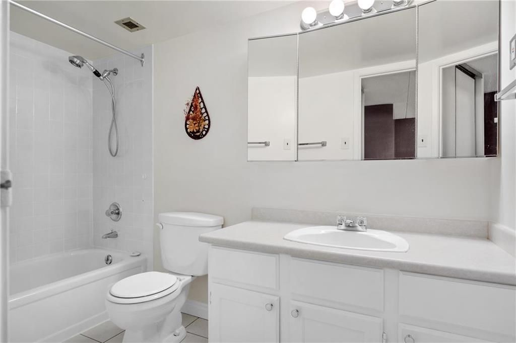 Photo 10: Photos: 309 1600 Taylor Avenue in Winnipeg: River Heights South Condominium for sale (1D)  : MLS®# 202101594
