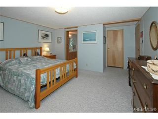 Photo 13: SAANICHTON MOBILE HOME = SAANICHTON REAL ESTATE Sold With Ann Watley! Call (250) 656-0131
