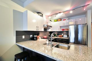 Photo 3: 1004 14 BEGBIE STREET in New Westminster: Quay Condo for sale : MLS®# R2219894