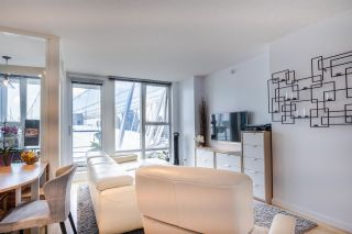 """Photo 6: 1902 111 W GEORGIA Street in Vancouver: Downtown VW Condo for sale in """"Spectrum 1"""" (Vancouver West)  : MLS®# R2467192"""