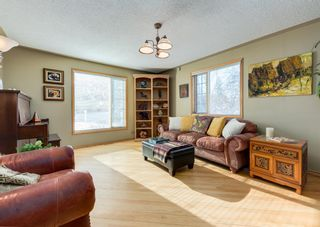Photo 4: 236 25 Avenue NE in Calgary: Tuxedo Park Detached for sale : MLS®# A1069084