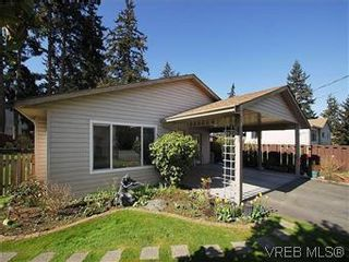 Photo 2: 709 Kelly Rd in VICTORIA: Co Hatley Park House for sale (Colwood)  : MLS®# 570145
