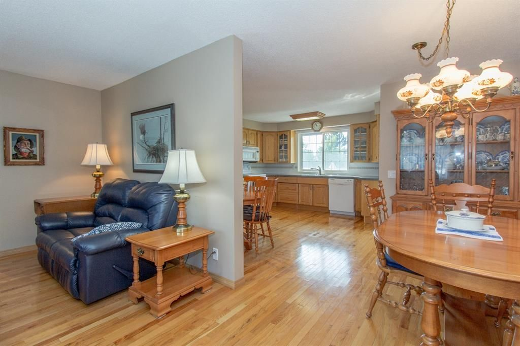 Photo 9: Photos: 1039 Hunterdale Place NW in Calgary: Huntington Hills Detached for sale : MLS®# A1144126