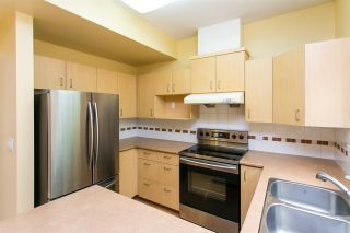 """Photo 4: 68 6465 184A Street in Surrey: Cloverdale BC Townhouse for sale in """"Rosebury Lane"""" (Cloverdale)  : MLS®# R2306057"""