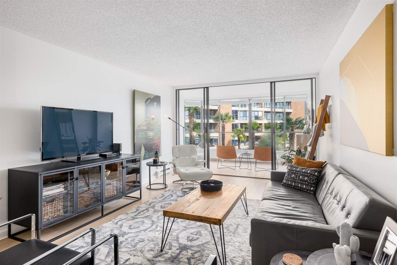 """Photo 4: Photos: 307 1470 PENNYFARTHING Drive in Vancouver: False Creek Condo for sale in """"Harbour Cove"""" (Vancouver West)  : MLS®# R2552898"""