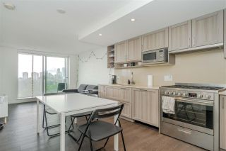 """Photo 10: 2001 5470 ORMIDALE Street in Vancouver: Collingwood VE Condo for sale in """"WALL CENTRE"""" (Vancouver East)  : MLS®# R2583172"""