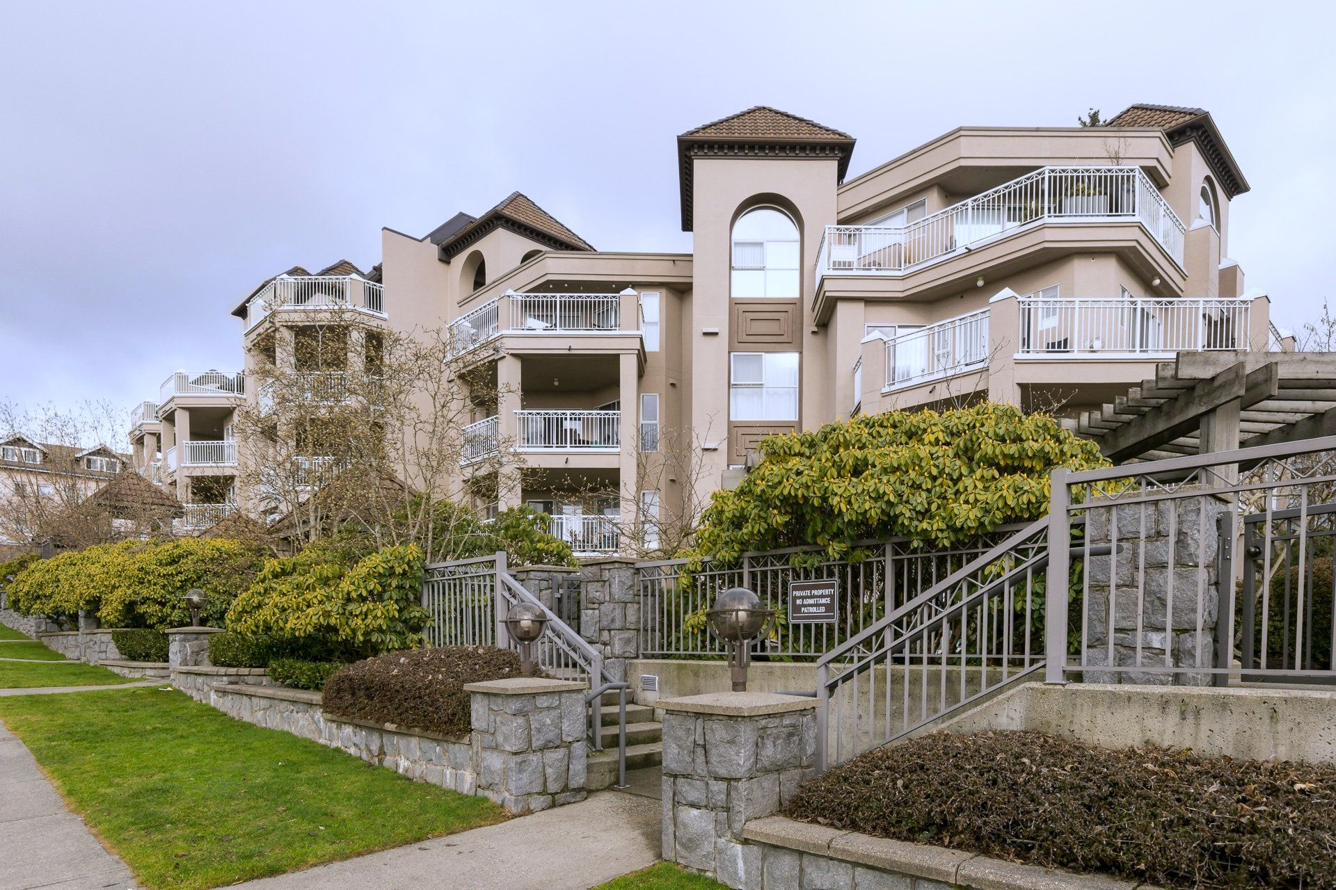 """Main Photo: 508 1128 SIXTH Avenue in New Westminster: Uptown NW Condo for sale in """"Kingsgate"""" : MLS®# R2230394"""