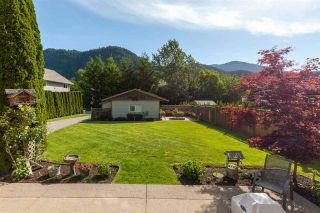 """Photo 2: 41434 GOVERNMENT Road in Squamish: Brackendale House for sale in """"BRACKENDALE"""" : MLS®# R2583348"""