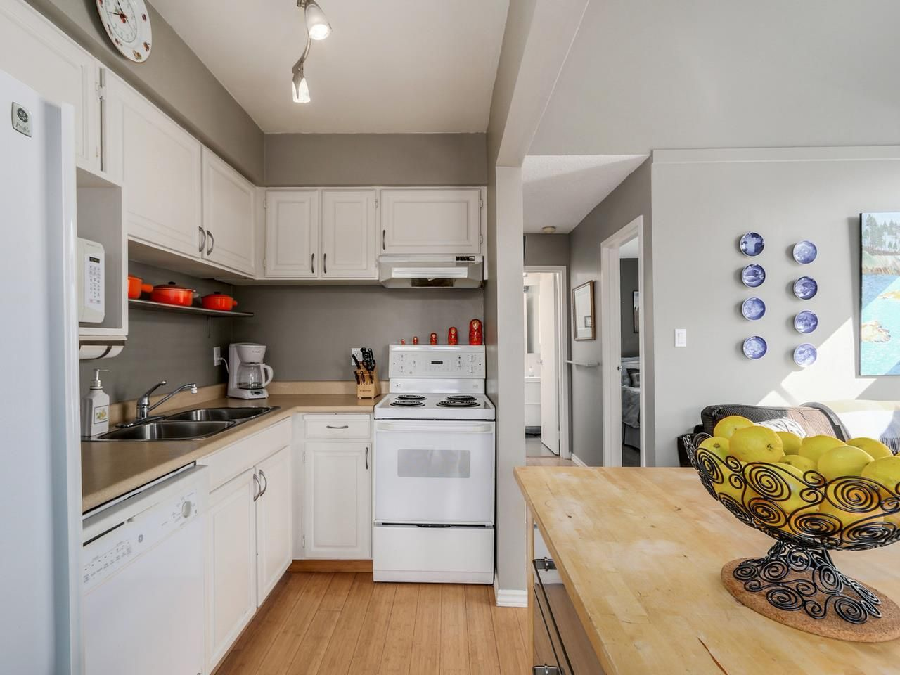 Photo 5: Photos: P3 2885 SPRUCE Street in Vancouver: Fairview VW Condo for sale (Vancouver West)  : MLS®# R2052789