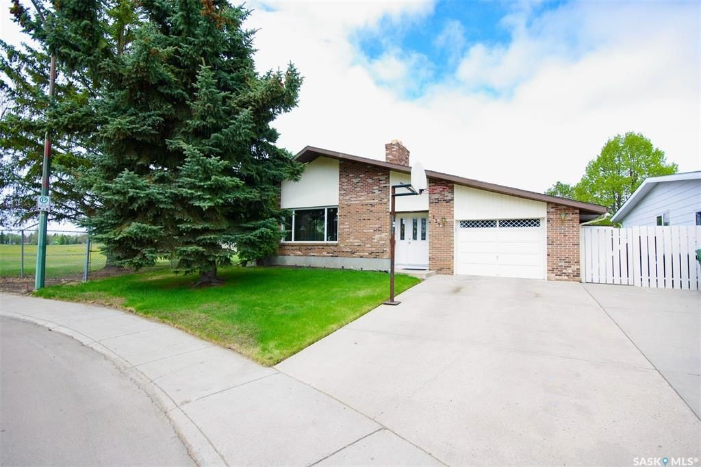 Main Photo: 127 OBrien Crescent in Saskatoon: Silverwood Heights Residential for sale : MLS®# SK856116