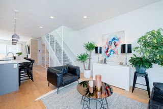 Photo 2: 5404 21 Street SW in Calgary: North Glenmore Park Row/Townhouse for sale : MLS®# A1127304