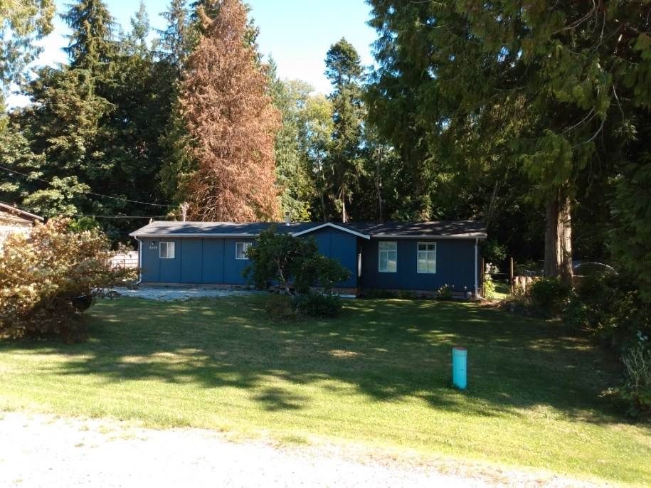 Main Photo: 5608 WAKEFIELD Road in Sechelt: Sechelt District Manufactured Home for sale (Sunshine Coast)  : MLS®# R2492795