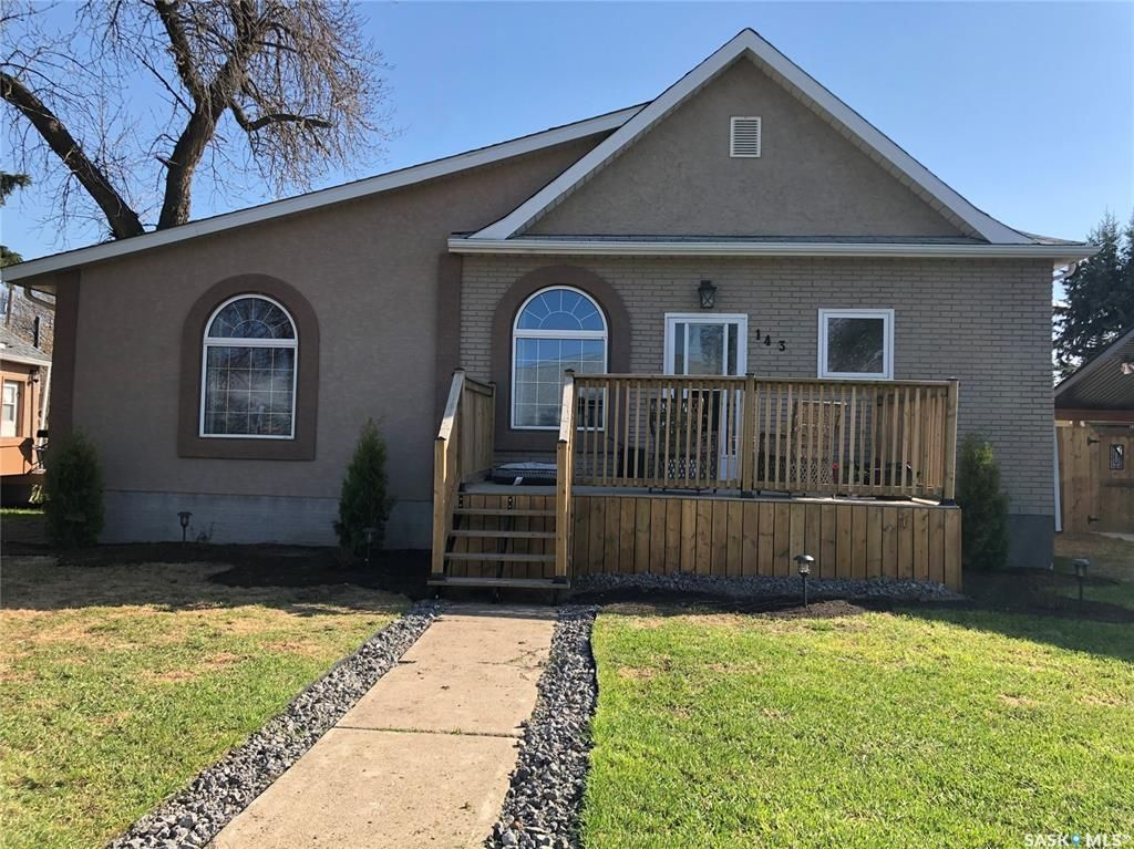 Main Photo: 143 6th Avenue West in Melville: Residential for sale : MLS®# SK849479