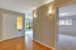 """Photo 7: 6235 171 Street in Surrey: Cloverdale BC House for sale in """"WEST CLOVERDALE"""" (Cloverdale)  : MLS®# R2598284"""