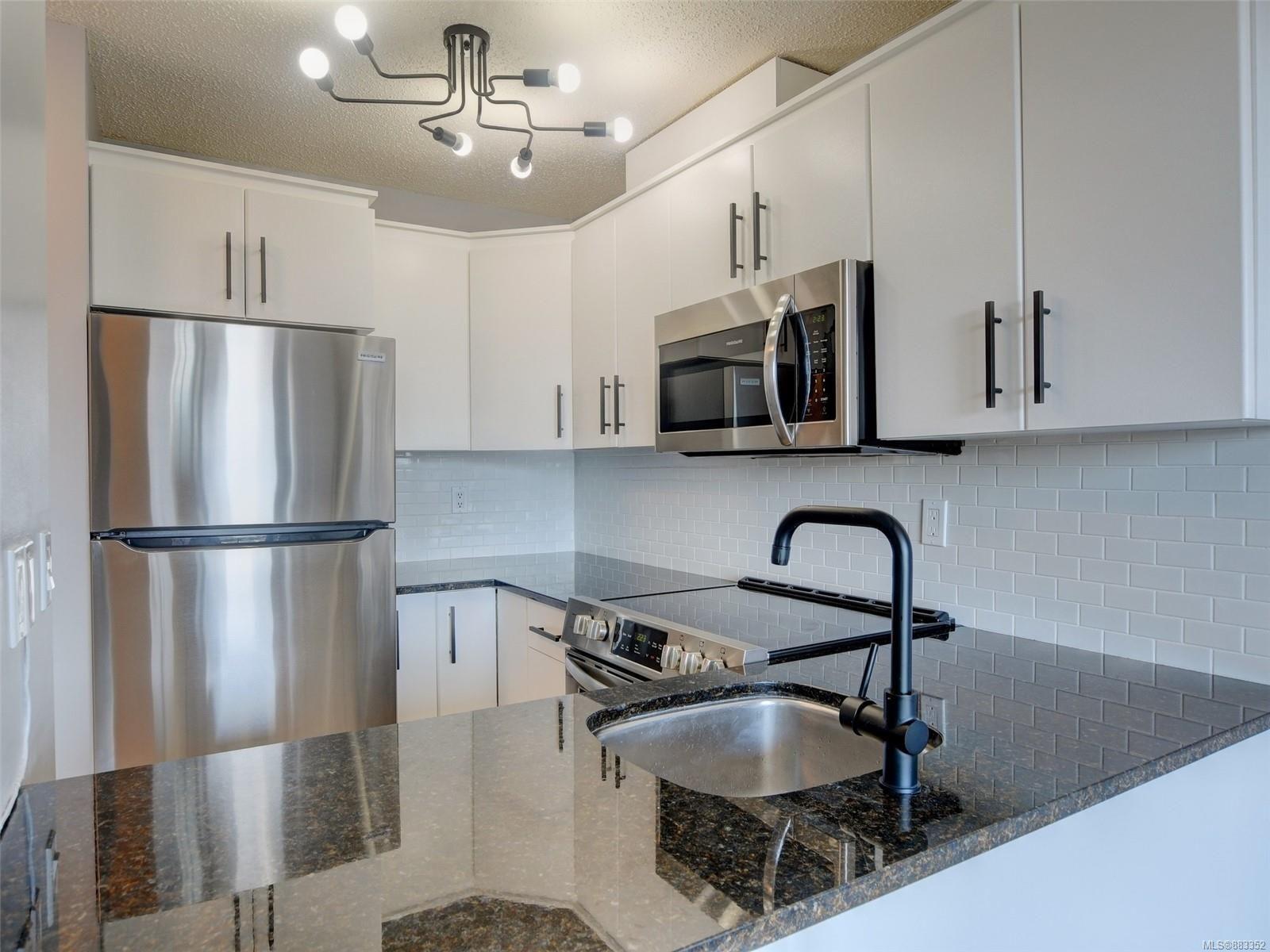 Main Photo: 703 1630 Quadra St in : Vi Central Park Condo for sale (Victoria)  : MLS®# 883352