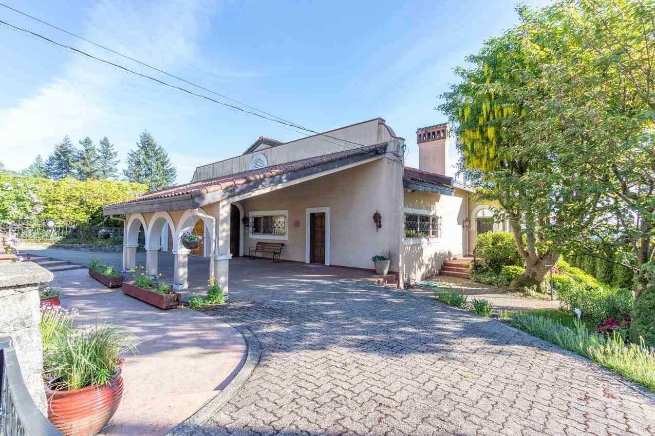 Photo 3: Photos: 385 MONTERAY Avenue in North Vancouver: Upper Delbrook House for sale : MLS®# R2582994