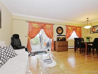 Photo 2: 418 W Burnside Rd in VICTORIA: SW Tillicum Row/Townhouse for sale (Saanich West)  : MLS®# 743664