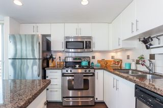 """Photo 8: 901 120 MILROSS Avenue in Vancouver: Mount Pleasant VE Condo for sale in """"The Brighton"""" (Vancouver East)  : MLS®# R2223429"""