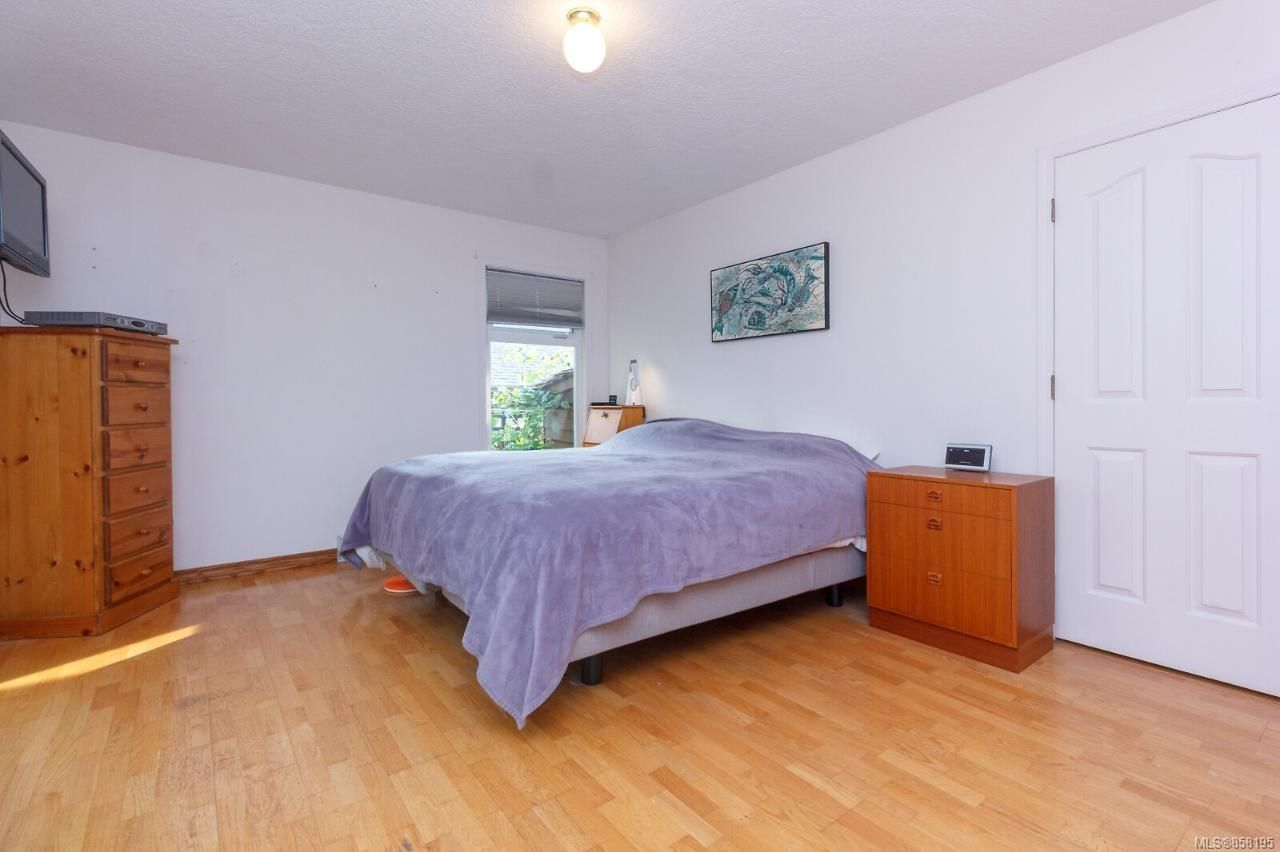 Photo 21: Photos: 1542 Westall Ave in : Vi Oaklands House for sale (Victoria)  : MLS®# 858195