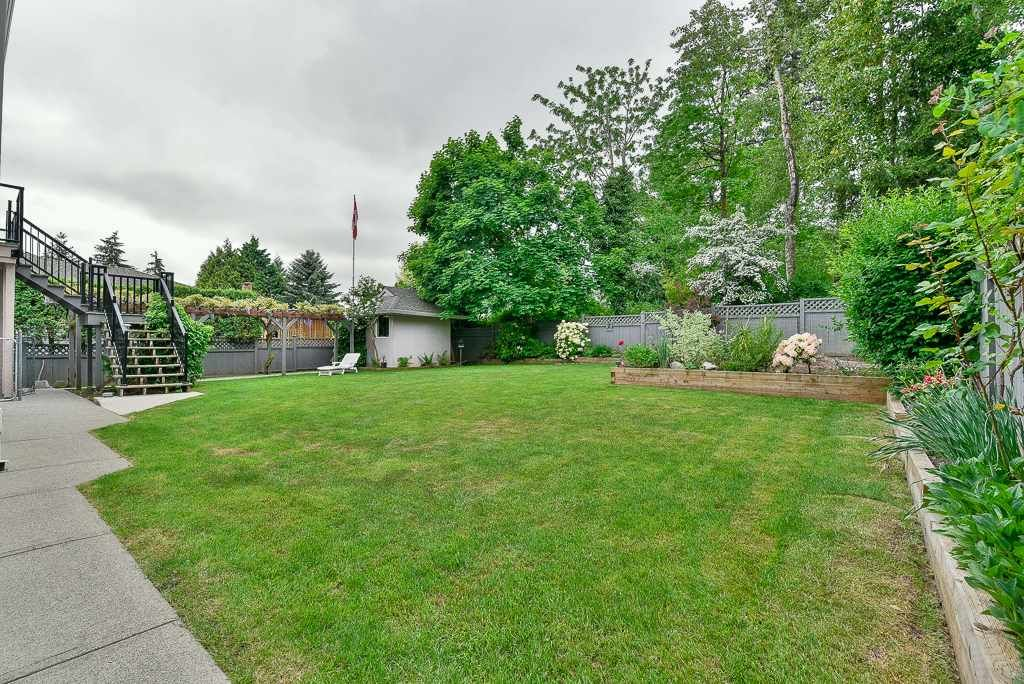 Photo 16: Photos: 6103 190 Street in Surrey: Cloverdale BC House for sale (Cloverdale)  : MLS®# R2269970