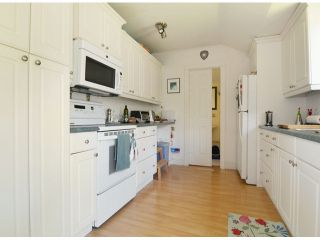 Photo 8: 15523 COLUMBIA AV: White Rock House for sale (South Surrey White Rock)  : MLS®# F1414879