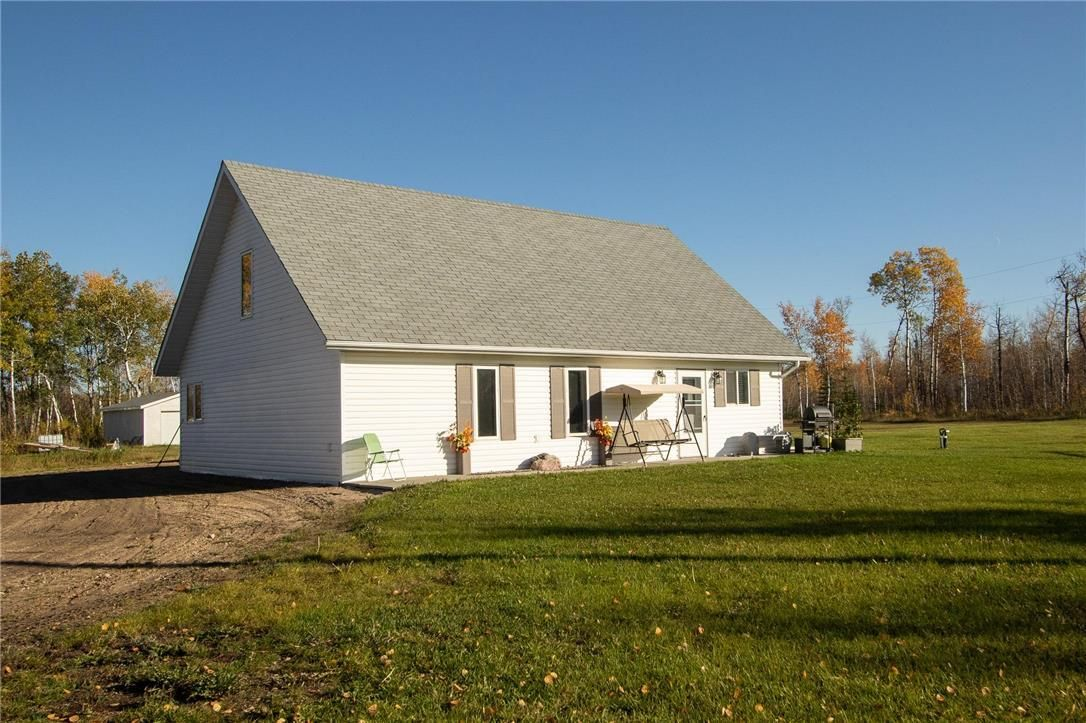 Main Photo: 62121 HWY 12 Road E in Anola: House for sale : MLS®# 202124908