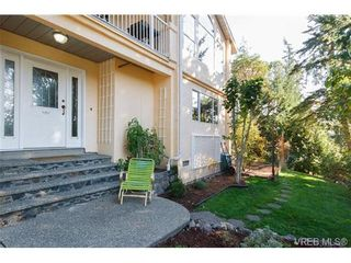 Photo 2: 924 Wendey Dr in VICTORIA: La Walfred House for sale (Langford)  : MLS®# 675974