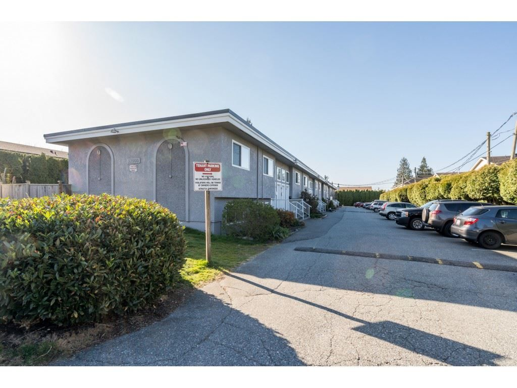 """Main Photo: 13 33900 MAYFAIR Avenue in Abbotsford: Central Abbotsford Townhouse for sale in """"Mayfair Gardens"""" : MLS®# R2563828"""