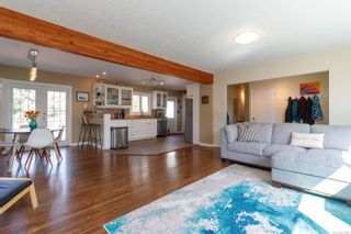 Photo 3: 3372 Henderson Rd in : OB Henderson House for sale (Oak Bay)  : MLS®# 870559