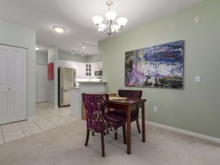 """Photo 5: 301 2755 MAPLE Street in Vancouver: Kitsilano Condo for sale in """"THE DAVENPORT"""" (Vancouver West)  : MLS®# R2122011"""
