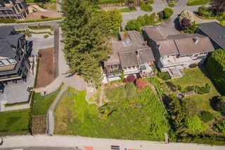 "Photo 11: 14310 SUNSET Drive: White Rock House for sale in ""White Rock Marine Dr. West"" (South Surrey White Rock)  : MLS®# R2536972"