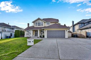 """Photo 2: 6219 189TH STREET Street in Surrey: Cloverdale BC House for sale in """"Eaglecrest"""" (Cloverdale)  : MLS®# R2549565"""