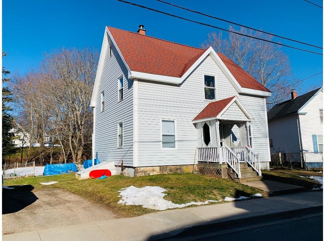Main Photo: 51 Crescent Avenue in Kentville: 404-Kings County Multi-Family for sale (Annapolis Valley)  : MLS®# 202100869