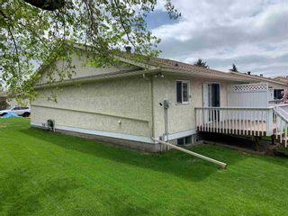 Photo 4: 9375 172 Street in Edmonton: Zone 20 House Half Duplex for sale : MLS®# E4246345