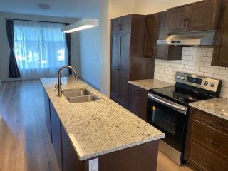 Photo 4: 9850 162 Street in Edmonton: Zone 22 House for sale : MLS®# E4262936