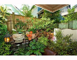 """Photo 5: 105 1655 NELSON Street in Vancouver: West End VW Condo for sale in """"HAMSTEAD MANOR"""" (Vancouver West)  : MLS®# V657171"""