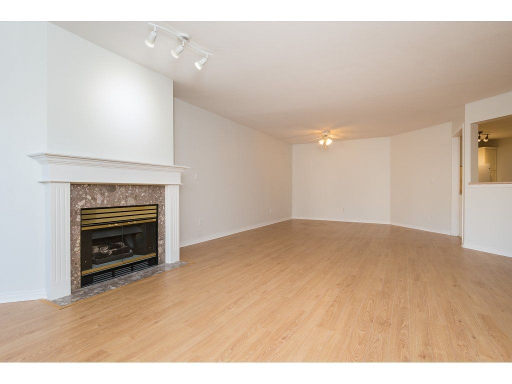 "Photo 4: Photos: 211 12633 72 Avenue in Surrey: West Newton Condo for sale in ""College Park"" : MLS®# R2226813"