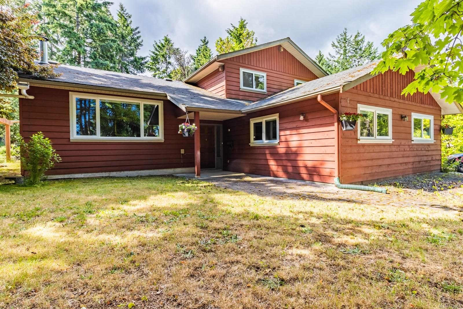 Main Photo: 7937 Northwind Dr in : Na Upper Lantzville House for sale (Nanaimo)  : MLS®# 878559