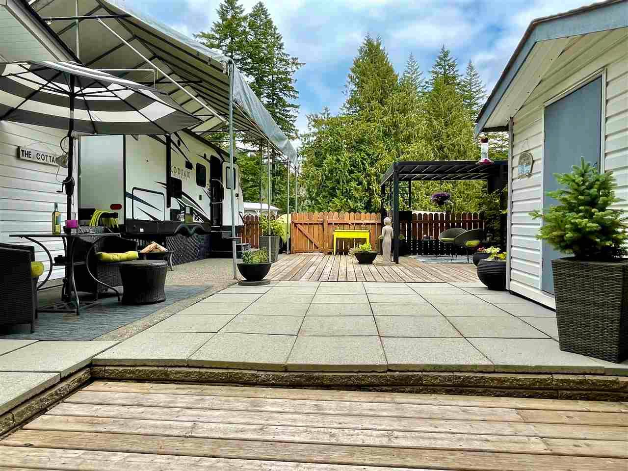 """Main Photo: 18 1650 COLUMBIA VALLEY Road: Columbia Valley Land for sale in """"LEISURE VALLEY"""" (Cultus Lake)  : MLS®# R2589419"""