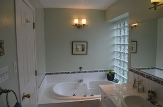 """Photo 12: 1524 CYPRESS Way in Gibsons: Gibsons & Area House for sale in """"WOODCREEK"""" (Sunshine Coast)  : MLS®# R2493228"""