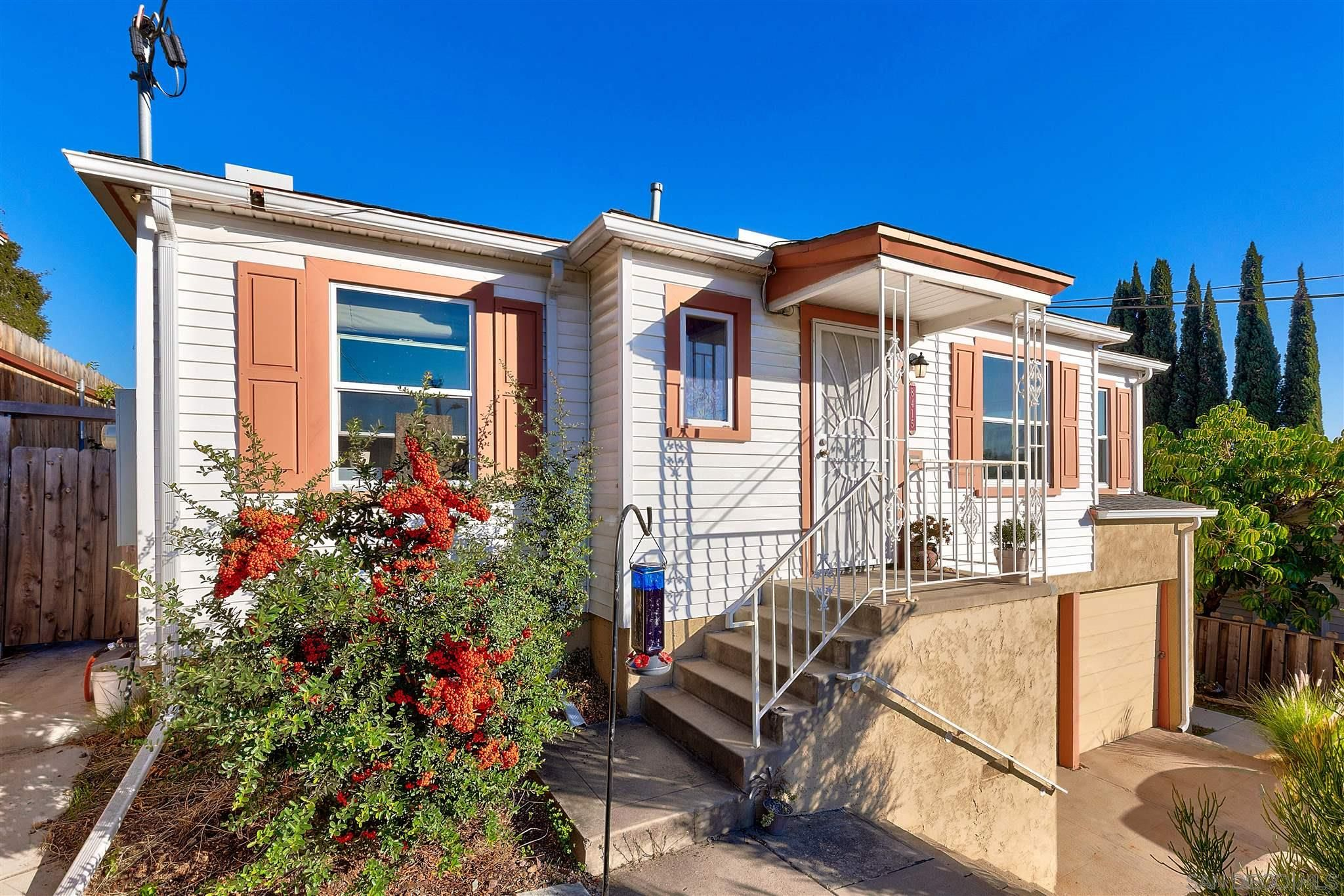 Main Photo: LA MESA House for sale : 3 bedrooms : 8415 Sunrise