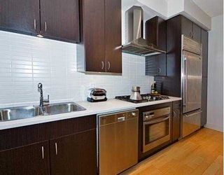 """Photo 4: 1423 W 11TH Avenue in Vancouver: Fairview VW Townhouse for sale in """"1425 W 11TH"""" (Vancouver West)  : MLS®# V667630"""