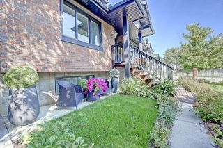 Photo 3: 2012 56 Avenue SW in Calgary: North Glenmore Park Detached for sale : MLS®# C4204364