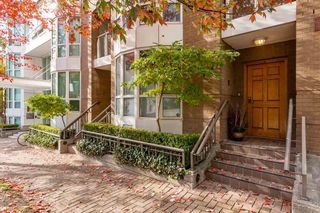 """Photo 1: TH16 1501 HOWE Street in Vancouver: Yaletown Townhouse for sale in """"OCEAN TOWER AT 888 BEACH"""" (Vancouver West)  : MLS®# R2528956"""