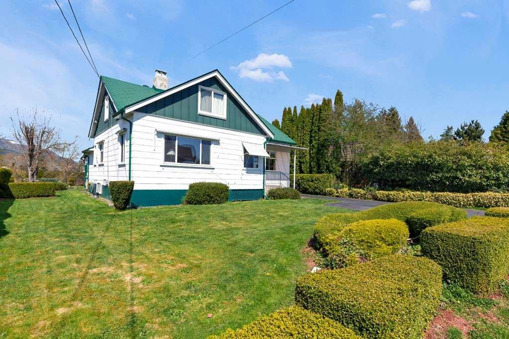 Main Photo: 46457 WOODLAND Avenue in Chilliwack: Chilliwack N Yale-Well House for sale : MLS®# R2559332