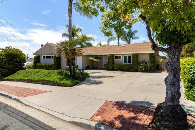 Main Photo: House for sale : 3 bedrooms : 6318 Lake Kathleen Avenue in San Diego