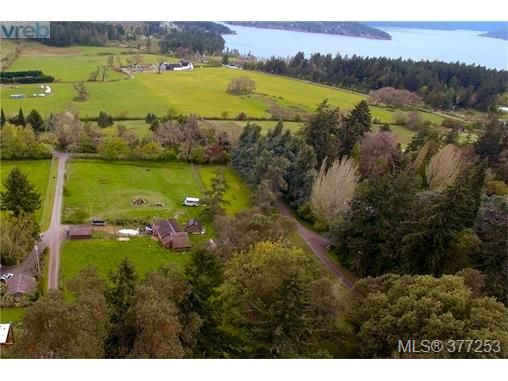 Main Photo: 952 Mt. Newton Cross Rd in SAANICHTON: CS Inlet House for sale (Central Saanich)  : MLS®# 757370