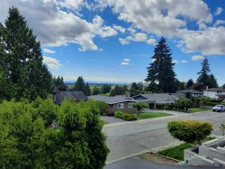 """Photo 2: 8102 WILTSHIRE Place in Delta: Nordel House for sale in """"CANTERBURY HEIGHTS"""" (N. Delta)  : MLS®# R2586961"""